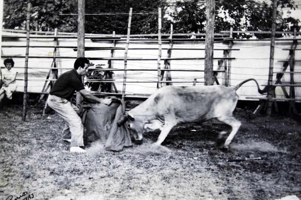 O toureiro Rubens, no circo que rodou várias cidades na região de Campinas (Reprodução Adriano Rosa)