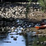 Trecho em Campinas no rio Atibaia, um dos formadores da bacia do Piracicaba, que alimenta o Sistema Cantareira e é penalizada por isso (Foto Adriano Rosa)