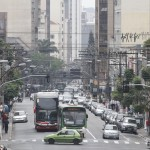 Centros urbanos ainda são voltados principalmente para os automóveis (Foto Adriano Rosa)