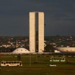 Toda atenção voltada para as  decisões tomadas em Brasília (Foto Adriano Rosa)