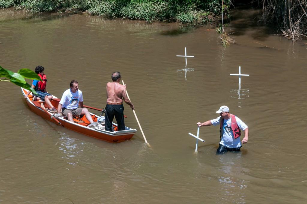 Cruzes no rio, um protesto, um chamado à ação