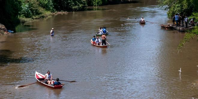 Barqueata, distribuição de mudas e cruzes nas águas mobilizam Campinas no Reviva o Rio Atibaia