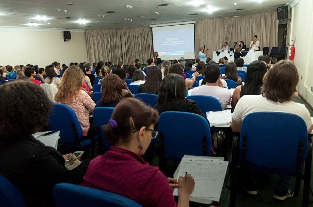Representantes de várias secretarias e outros órgãos municipais participaram do encontro que declarou guerra à dengue e chikungunya