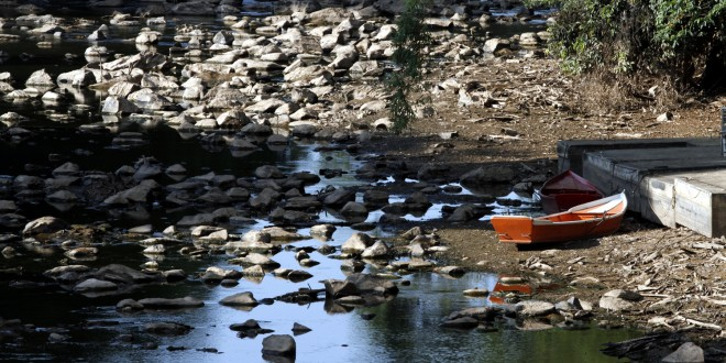 Com calor de 35 graus em Campinas, nível do rio Atibaia cai 3 mil litros por segundo