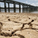 Reservatório quase seco do Cantareira: seria o início de um ciclo de estiagem? (Fotos Adriano Rosa)
