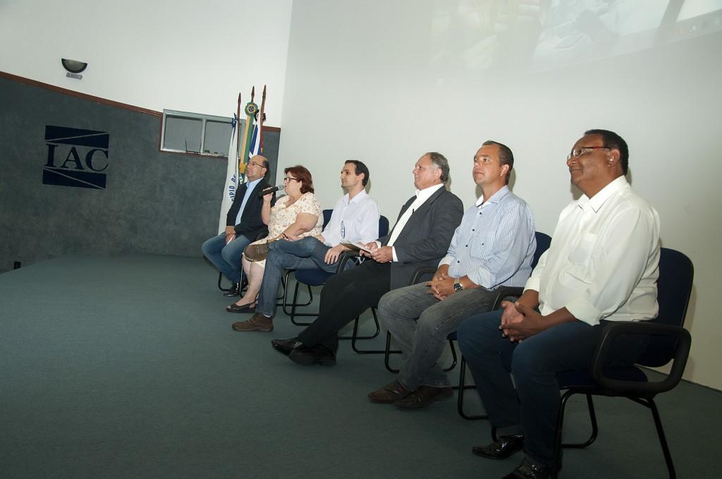 Representantes das organizações parceiras reunidas no IAC: ação coletiva de perfil inédito