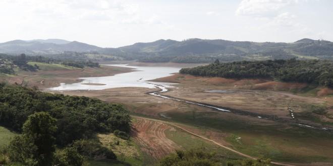 Caos da água se aproxima em São Paulo e sociedade está paralisada