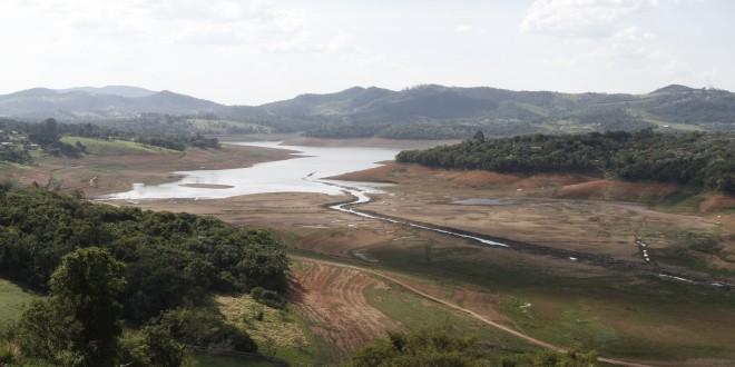 Cantareira em queda livre aumenta risco de desabastecimento de água em São Paulo