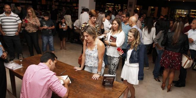 """Livro """"Um amor em movimento"""" tem lançamento neste dia 22 de março em Campinas"""
