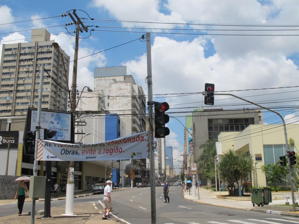 Faixas avisam sobre as obras na região central