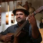 Levi Ramiro: o artesão de sons e instrumentos musicais, mais uma vez se apresenta em Campinas (Foto Adriano Rosa)