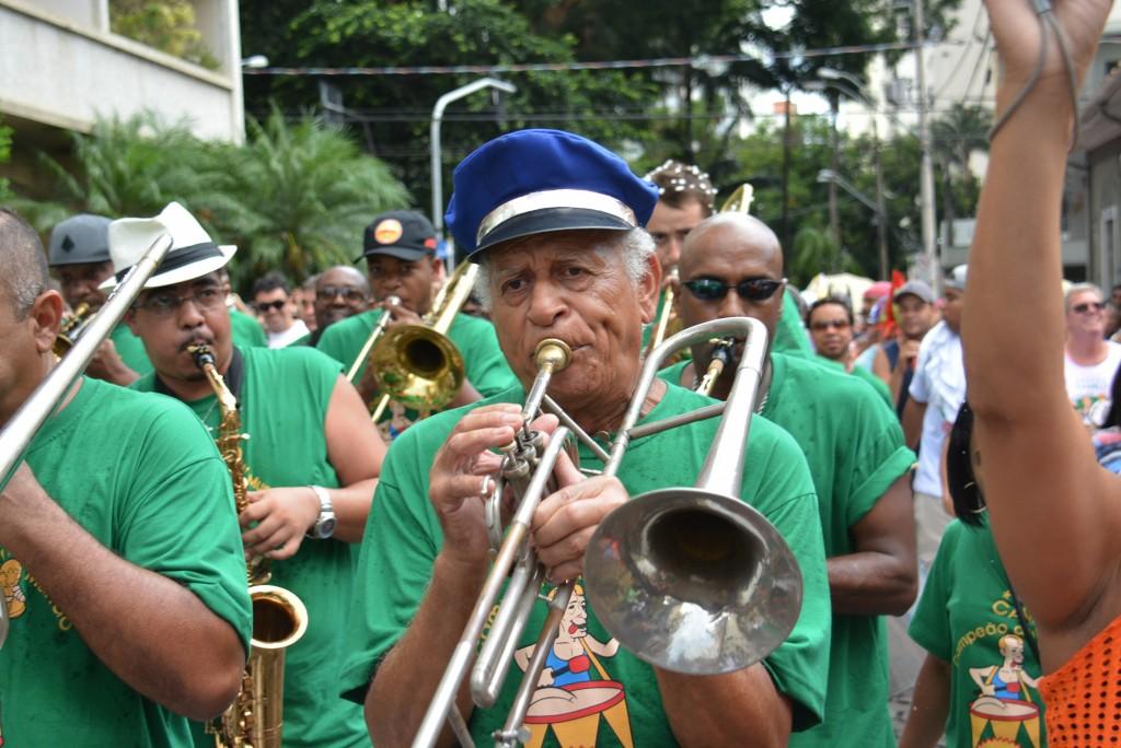 Desfile de 2015 lembra as três décadas do bloco