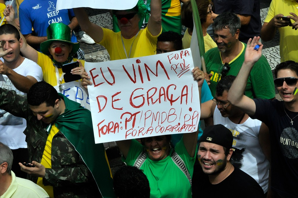 """Expressão muito repetida no ato pela manhã, no Rosário: """"Eu vim de graça"""" (Foto Martinho Caires)"""