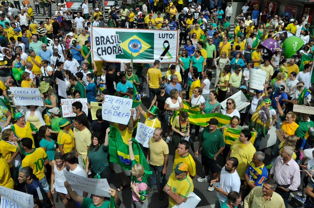 Na manifestação pela manhã, verde e amarelo predominando (Foto Martinho Caires)