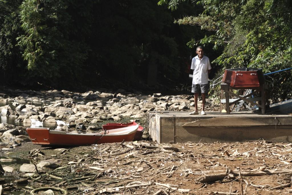 Rio Atibaia seco em 2014: crise hídrica ainda está longe de ser equacionada