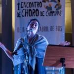 Mônica Salmaso em apresentação na Concha Acústica do Taquaral, em Campinas, no dia 21/04: chuva ameaçou  realização do show, mas público permaneceu e mutirão limpou o local após estiagem  (Foto Martinho Caires)