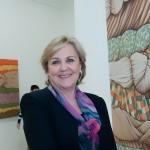 Tetê Pacetta, de Amparo, expôs na Estação Guanabara seu trabalho em acrílico sobre tela, aquarela e lenços de seda inspirados nos tecidos