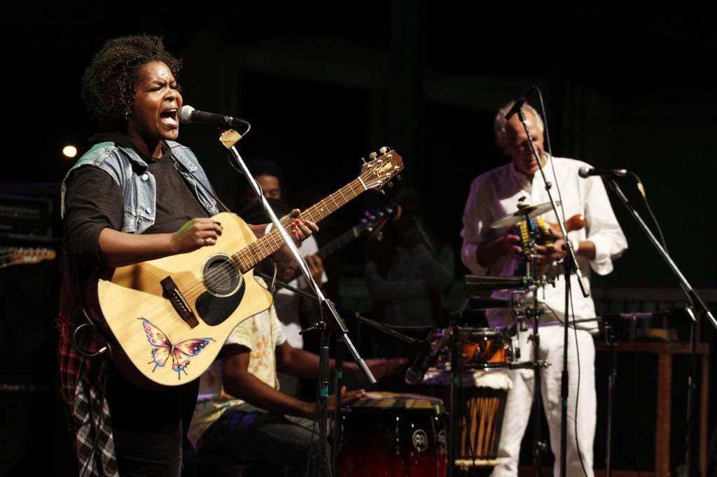 Marilia Corrêa e o violão com a borboleta tatuada: o som que voa