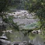 Rio Atibaia seco em 2014: estiagem agravou má qualidade das águas paulistas (Foto Adriano Rosa)