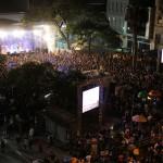 Milhares no Largo do Rosário para ver - sentir o show dos Titãs (Foto Adriano Rosa)