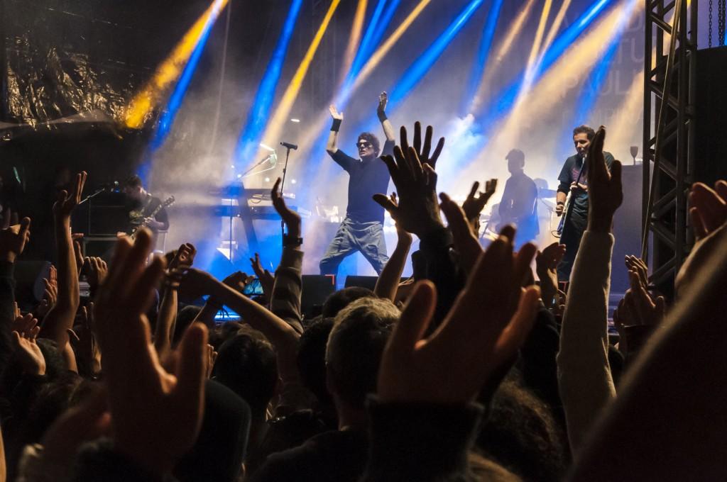 Antigos e novos sucessos da banda que insiste em ser jovem (Foto Martinho Caires)