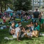 Banquete de cidadania na relva: o povo na praça (Fotos Martinho Caires)