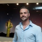 O fotógrafo Paulo Altafin, de Piracicaba, é responsável pela série Alone in the Dark que compõe a mostra aberta até 17 de outubro, em Campinas; ele utilizou a técnica light paintings na foto do cacto, ao fundo,  tirada no Arizona (EUA) (Fotos: Martinho Caires)