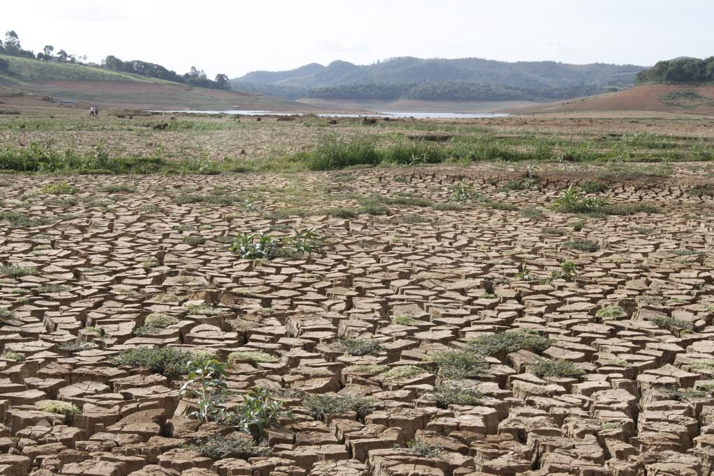 Este cenário não é mais visto no Cantareira, mas crise hídrica está longe de ser equacionada (foto Adriano Rosa)