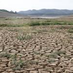 Cenário no Sistema Cantareira, no auge da crise hídrica, que está longe de ser equacionada (foto Adriano Rosa)