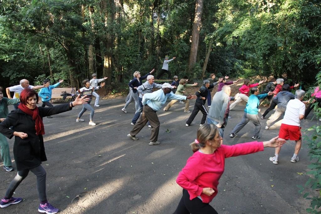 O Lian Gong foi criado na década de 70 por médico chinês que uniu a medicina milenar chinesa às artes marciais e técnicas terapêuticas ocidentais, com o objetivo de tratar e prevenir dores  Foto: Adriano Rosa