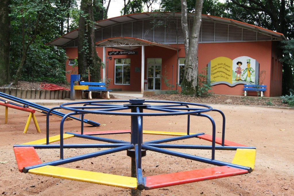 A Biblioteca Monteiro Lobato ficou fechada durante quatro anos, entre 2008 e 2012, durante reforma que ampliou o espaço e garantiu a preservação do espaço de lazer e cultura  Foto: Adriano Rosa