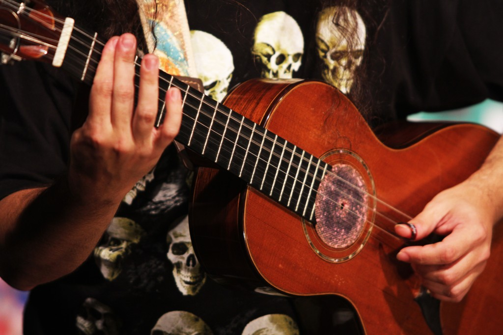 """""""Moda de rock""""é mais uma prova dos infinitos acordes da viola caipira"""