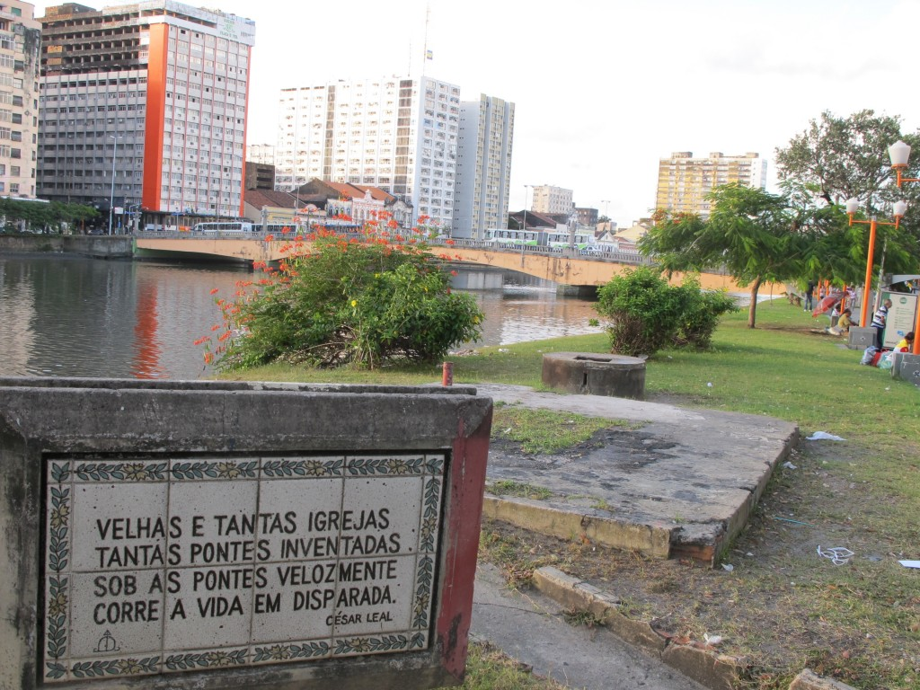 Poesia à margem do rio