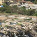 Rio Piracicaba, há duas semanas: seca atinge toda a região, que agora discute a pegada hídrica (Foto José Pedro Martins)
