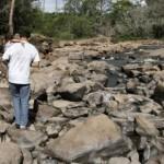 Rio Atibaia em janeiro de 2015: replantio de matas ciliares e proteção de mananciais são fundamentais contra a crise hídrica (Foto Adriano Rosa)