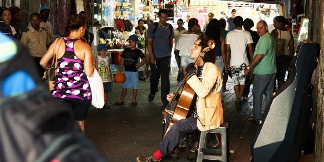 Casca Grossa e seu violoncelo vão ocupar as praças de Campinas