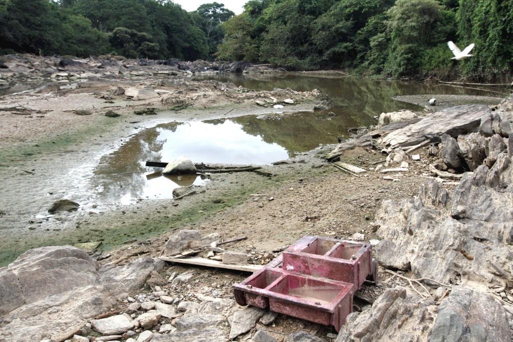 Rio Atibaia, principal manancial de abastecimento de Campinas, quase seco em 2014, confirmando vulnerabilidade nas bacias PCJ (Foto Adriano Rosa)