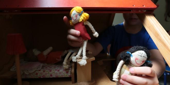 Brincar é a cura da violência em família no projeto voluntário ReCriando Vínculos