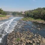 Rio Piracicaba em agosto: aumentou o tratamento de esgotos na região, mas ainda falta muito para a universalização (Foto José Pedro Martins)