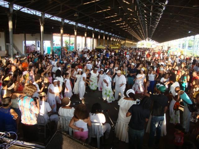 Apresentação de jongo na edição de 2014 da Feira Afro Mix, que lotou a Estação Cultura; a programação inclui música, dança, praça de alimentação e cerca de 60 expositores de produtos diversos  (Foto: Divulgação)