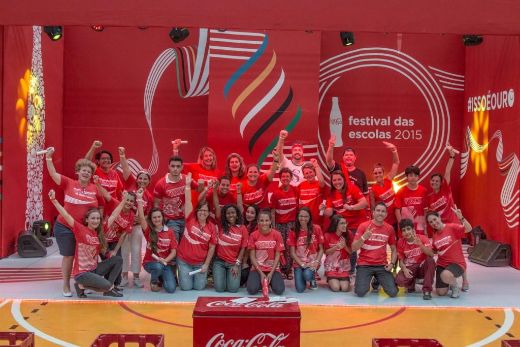 Alunos do revezamento e professores, no Festival das Escolas em Campinas  (Foto Gerson Leoni Zanon/Divulgação)