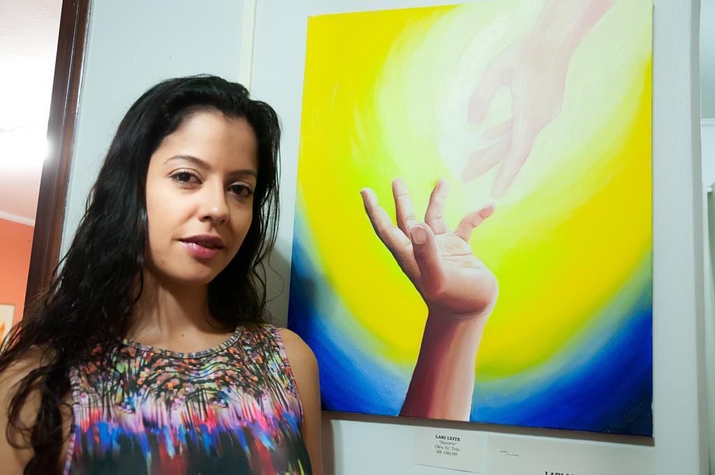 Cari Leite e sua pintura (Foto Martinho Caires)