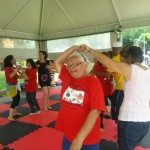 Grupo de Dança Integrativa na Unicamp, com o bailarino José Henrique de Souza, que faz trabalho voluntário com a terceira idade  (Fotos: Adriana Menezes)