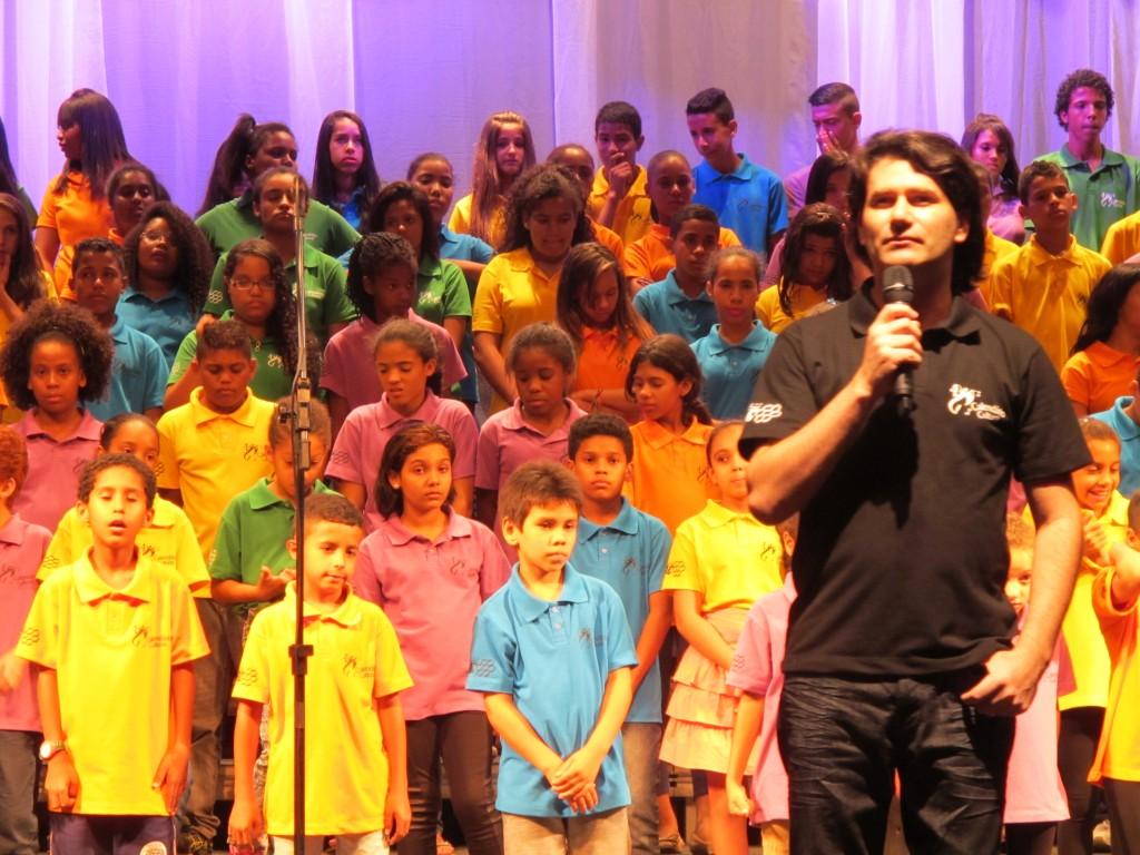 """Maestro Ivan Bueno não escondeu a própria emoção: """"Essas crianças representam a esperança"""""""