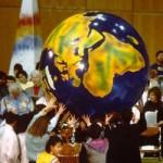 Ato durante o encontro em Seul, Coreia do Sul, em 1990 (Foto Divulgação)