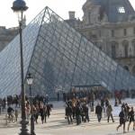 Arte-ativismo chegou ao Museu do Louvre nesta quarta-feira (Foto Adriana Menezes)