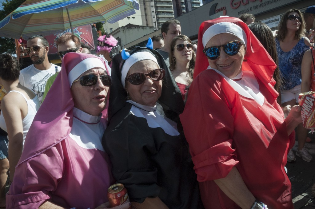 Muitas fantasias no desfile. (Foto Martinho Caires)