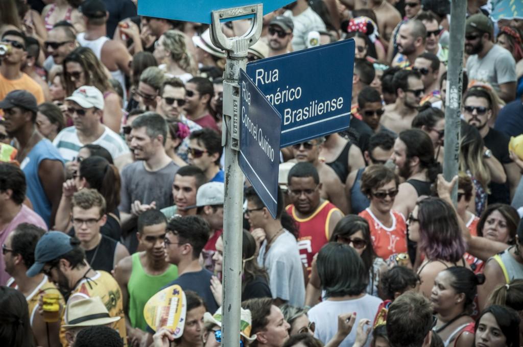 """A nova """"virada"""", na esquina das ruas Maria Monteiro e Américo Brasiliense (Foto Martinho Caires)"""