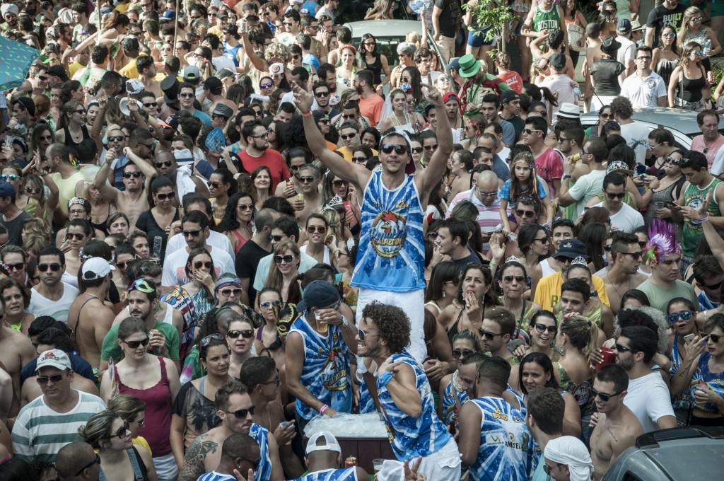 """A reinvenção proporcionada pela """"confederação de blocos"""" reiterou a vitalidade do Carnaval brasileiro (Foto Martinho Caires)"""