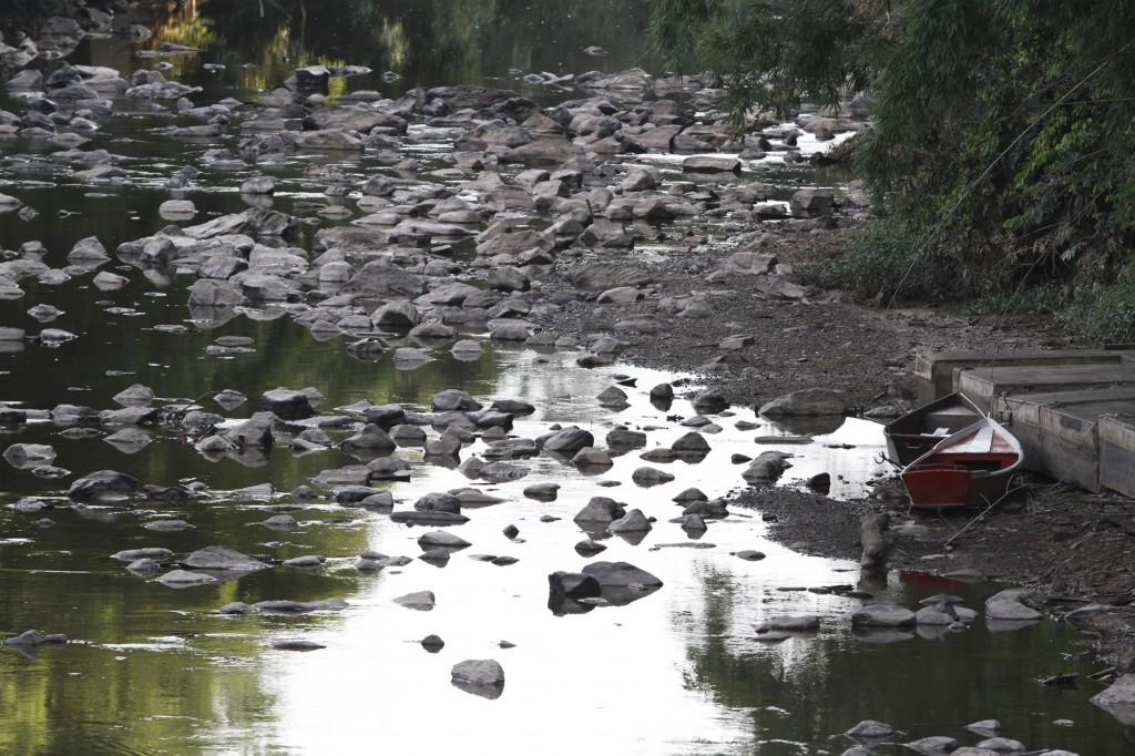 A paisagem no rio Atibaia estava bem diferente no início de 2015 (Foto Adriano Rosa)